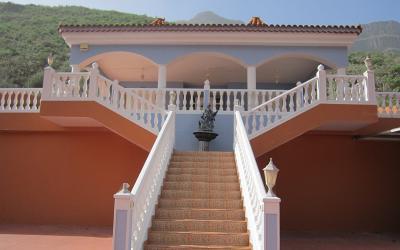 Villa con finca en Cercados de Espino.